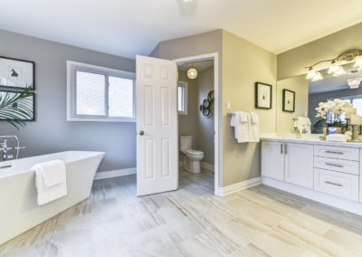 Master Ensuite - Free Standing Bathtub - Home Staging - Whitby