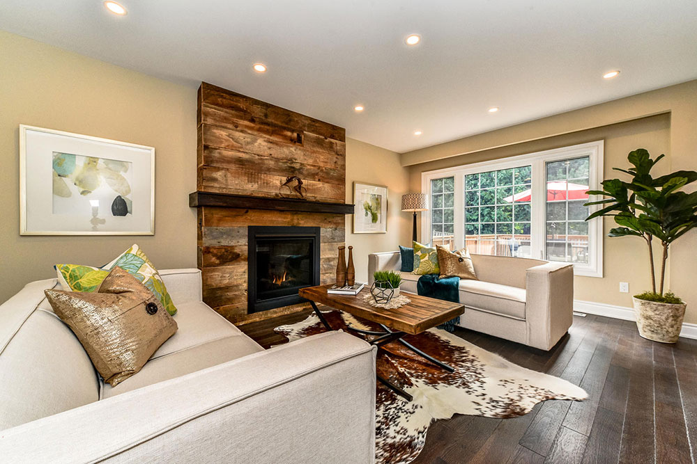 Barnboard Fireplace - home staging - Whitby - family room